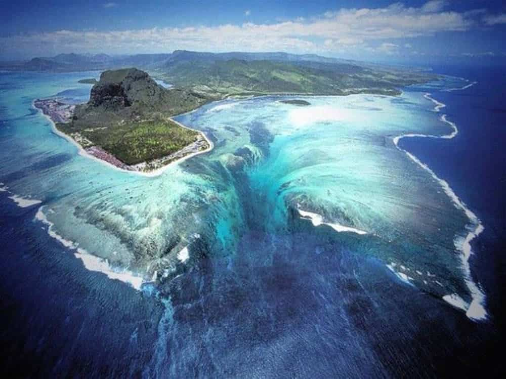 Cascada bajo el agua en Mauricio