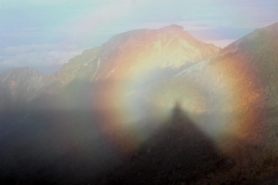 2Brocken_spectres_in_Mount_Ontake (1)