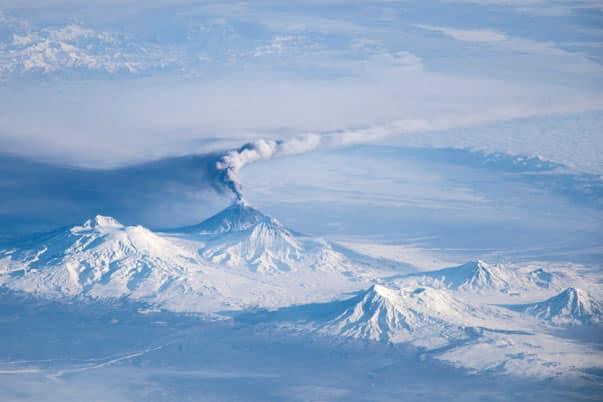 Kliuchevskoi, uno de los muchos volcanes activos en la península de Kamchatka, en el Lejano Oriente ruso
