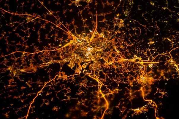 """""""Todos los caminos conducen a..."""". Esta imagen es de la ciudad belga de Lieja con su red de carreteras."""