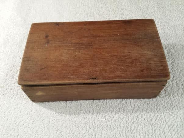 No estoy seguro si esto es el kit de viaje para afeitarse o es el que usaba mi abuelo en casa.