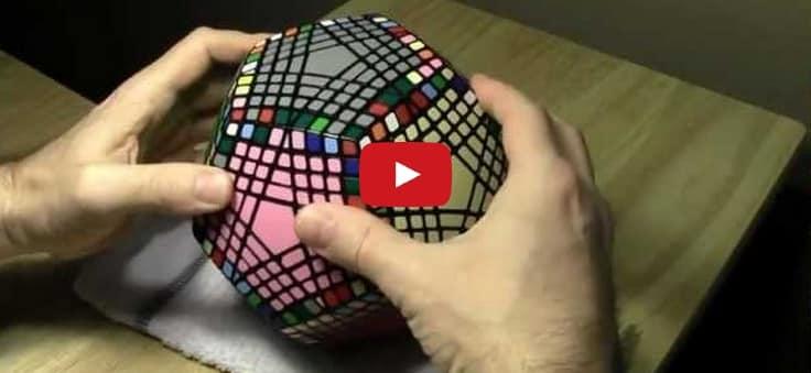 No sé ni hacer el cubo de Rubik y va este hombre y hace ESTO (vídeo)