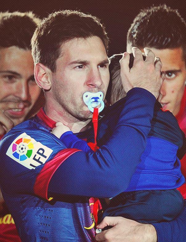 Lionel Messi con su hijo Thiago