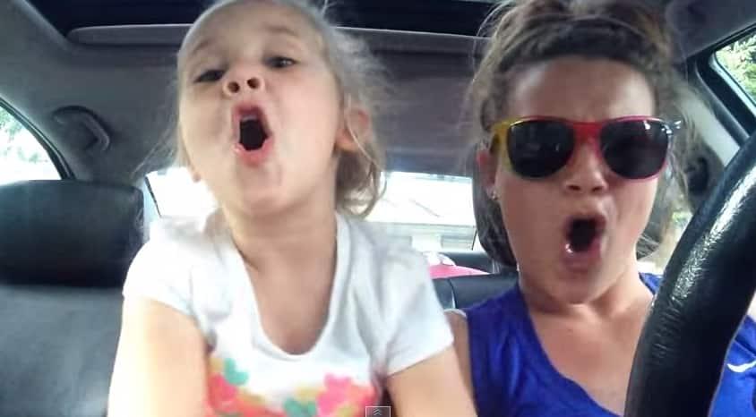 Esta madre e hija causaron furor en Youtube al cantar Frozen