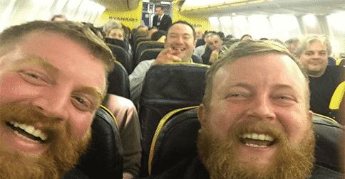 Se encontró con una persona igual que él en el avión, pero ahí no termina todo…