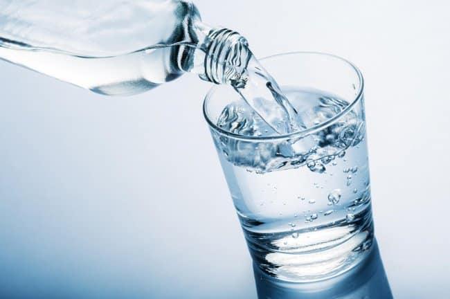 Beneficios que trae beber agua diariamente que no sabias